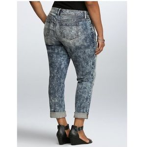 598164fbde5 torrid Jeans - TORRID BOYFRIEND JEAN - ACID WASH WITH DESTRUCTION